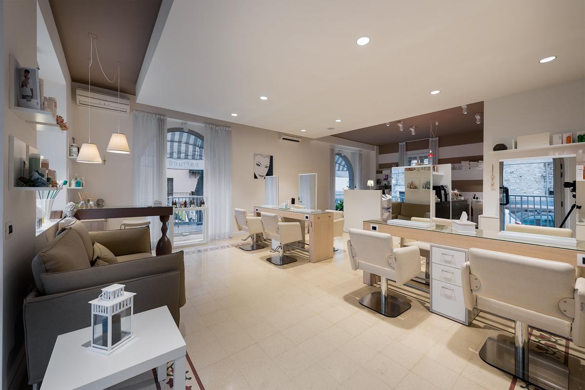Arredamenti per saloni di parrucchiere e centri di for Arredamento per parrucchieri